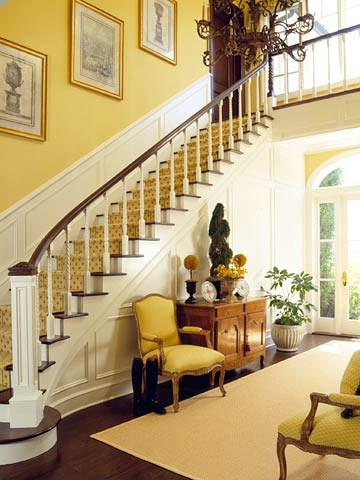 Treo tranh cầu thang
